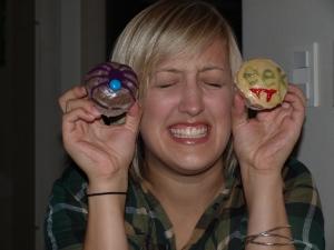 """See, that cupcake says """"eek!"""""""